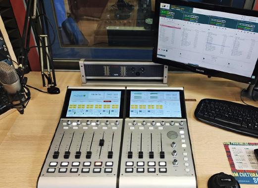 Consola digital 52 SX2 DHD en la Emisora municipal El Vendrell